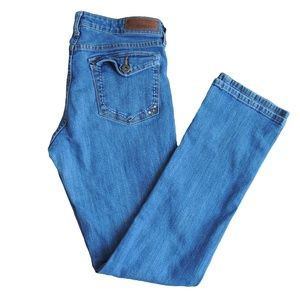 DENIZEN Totally Shaping Straight Leg  Medium Blue